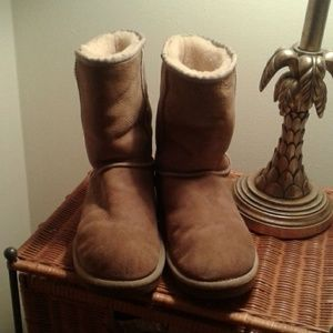 Ugg Suede short boots size 9